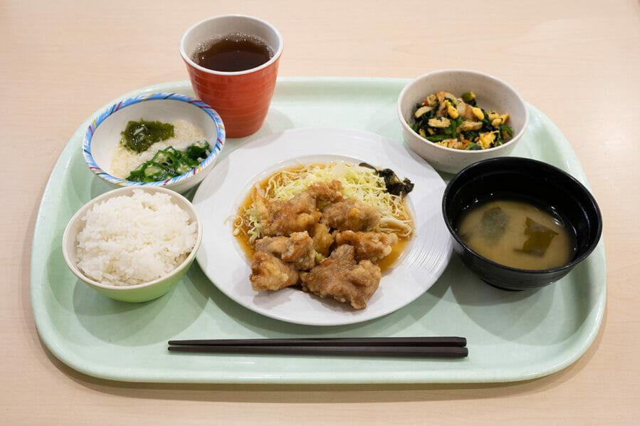 """【今日のご飯】食生活改善のヒントに!島根大学の学食は栄養バランスが""""見える化""""されていた。"""